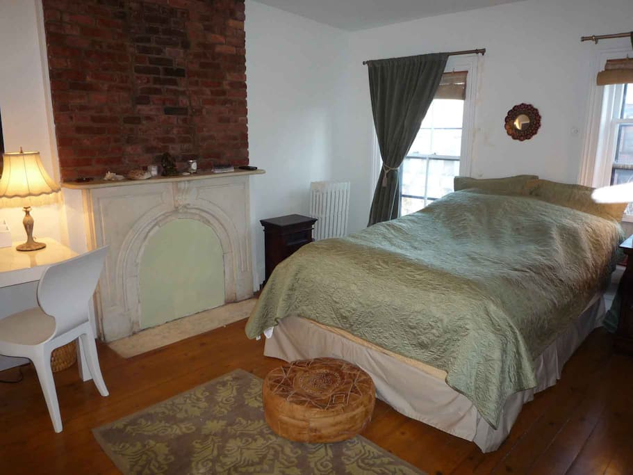 2 cozy beds/sleeps 4