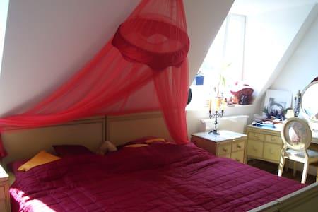 Zimmer in Traumwohnung für Tänzer - München