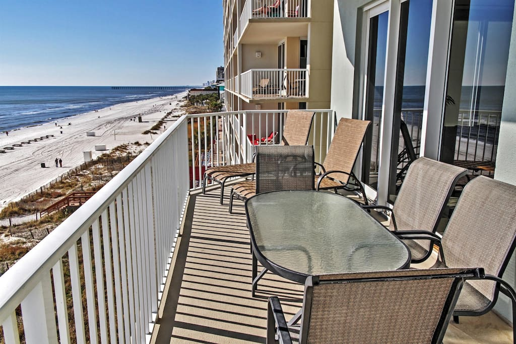 Unwind on the condo's private balcony and take in the marvelous ocean views that go on for miles...