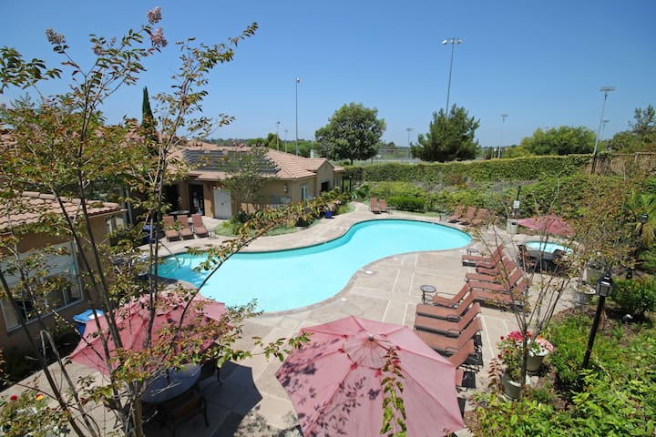 Entire 3BR/2BA Condo in Beautiful Del Mar!