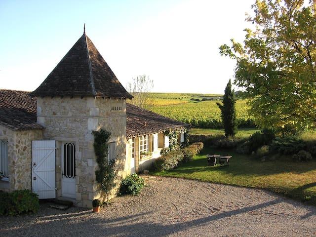 B&B Au Milieu des vignes Bordeaux  - Bommes - ที่พักพร้อมอาหารเช้า