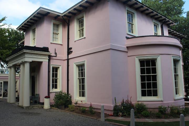 Cranberry - stylish double ensuite - large double - Douglas - Huis