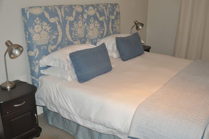 Comfortable Spacious Cottage in Houghton Estate - โจฮันเนสเบิร์ก
