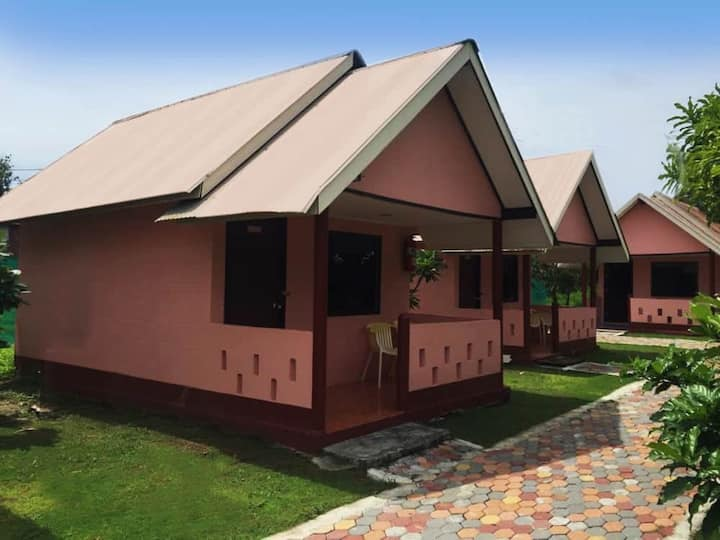 Bungalow near beach for 2, Double or Twins beds