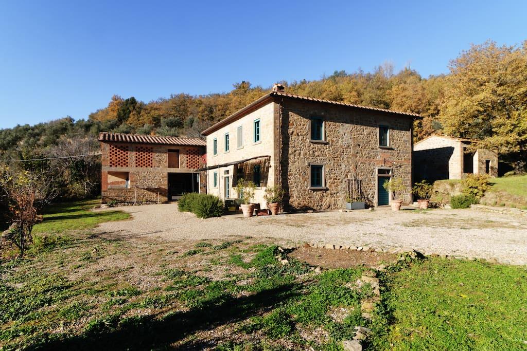 Tuscan. Farm. Finca.