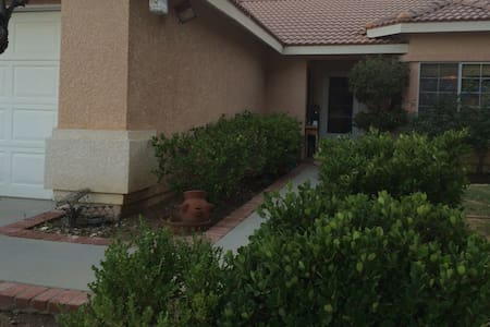 Pet Friendly Home with Pool and Spa - Palmdale - House