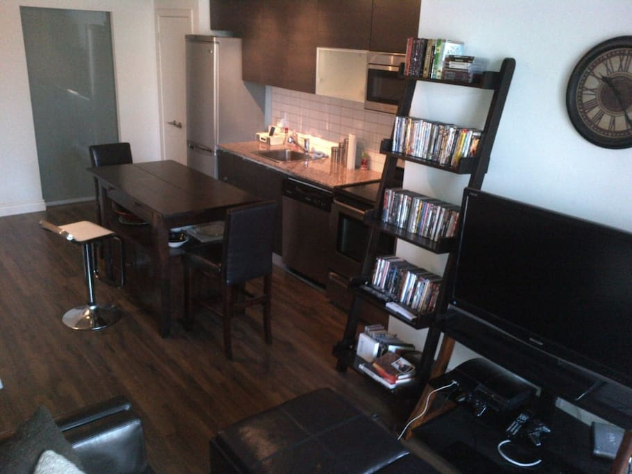 Modern 2 Bedroom Loft in Queen West