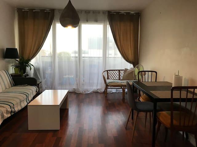 Bel appartement (balcon + parking) proche Paris