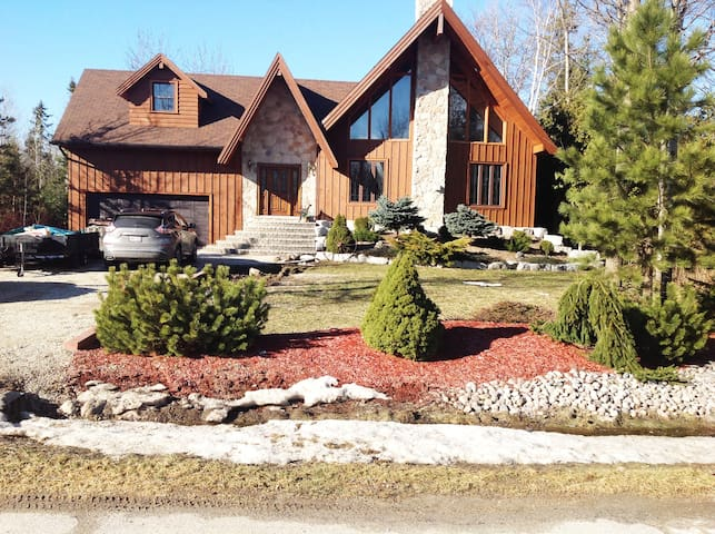 Enjoy a Spacious Chalet in Collingwood