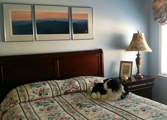 Sleigh Bed with Stuffed Guard Dog