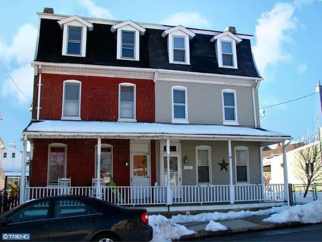Victorian Twin, heart Phoenixville - Phoenixville - House
