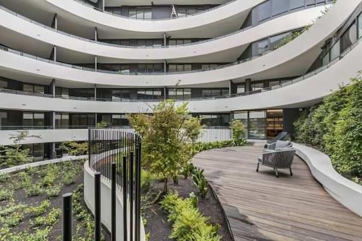 Malvern East - HEDGELEY Apartment