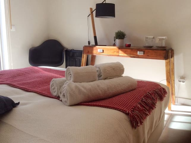 Bedroom in friendly apartment - Center of Aljezur