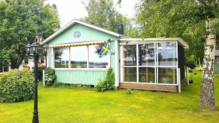 Nytt! UNDERBARA SOLNEDGÅNGAR över sjön nära Växjö