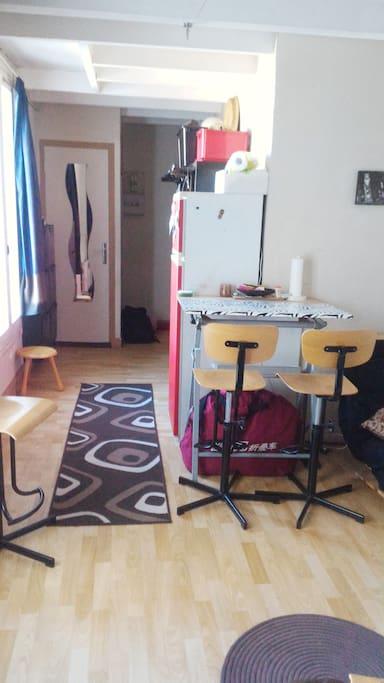 Table à manger/ Couloir