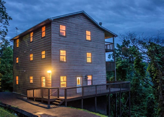 Expansive cabin, 1 mile from Dollywood, with hot tub, covered decks and game room