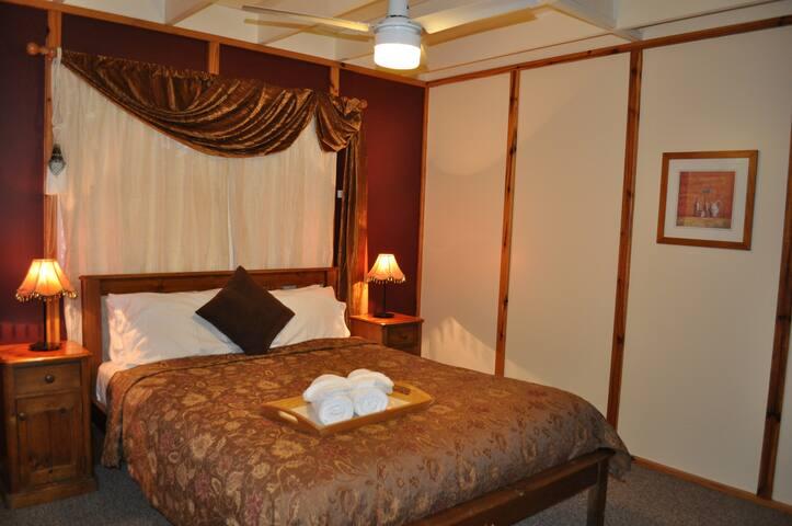 Ground floor Queen bed room