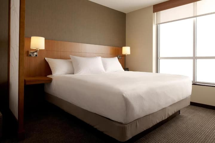 Handsome Double Bed At Dulles Airport