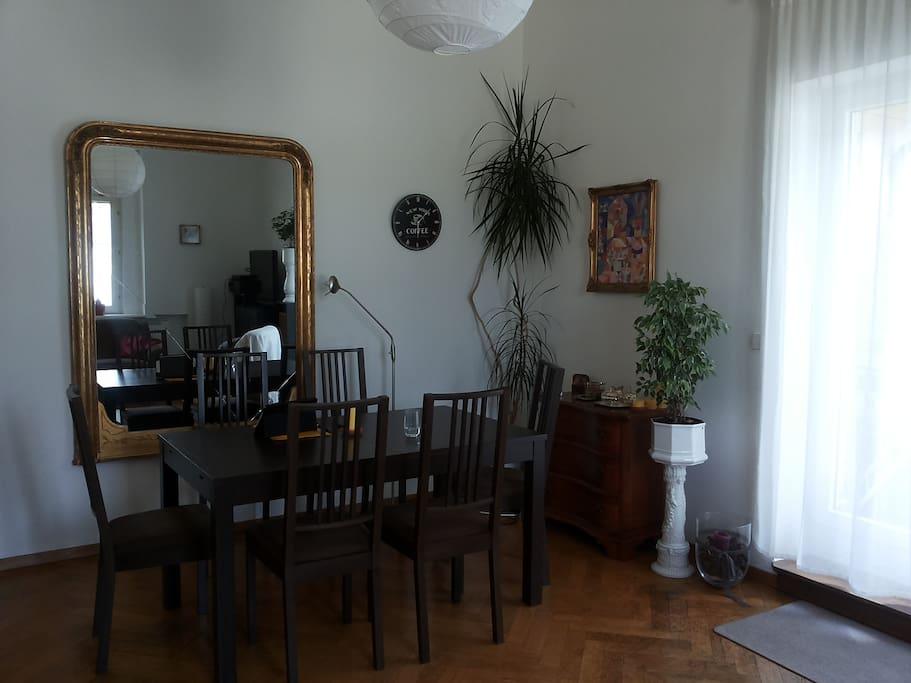 gro es wohnzimmer mit balkonzugang wohnungen zur miete. Black Bedroom Furniture Sets. Home Design Ideas