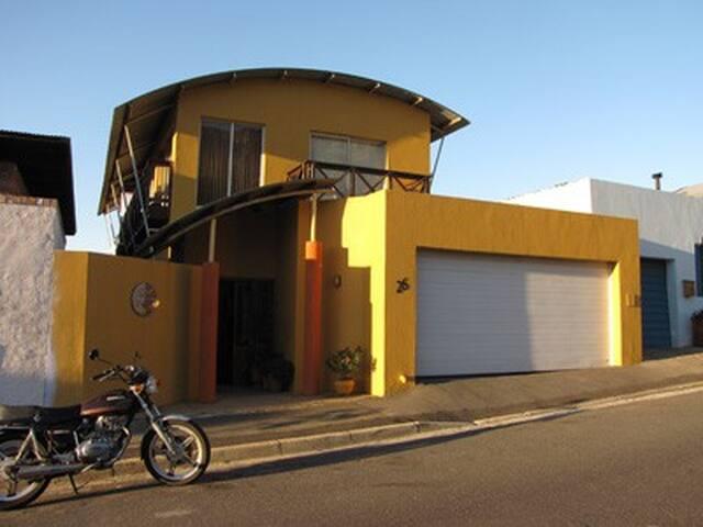 26 on Aandbloem - Room 1 - Città del Capo - Bed & Breakfast