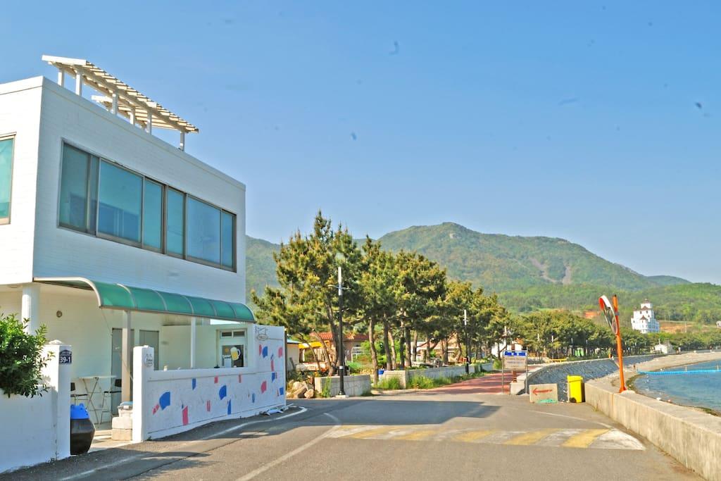 게스트하우스 외관1(guesthouse pic1)해변과 인접