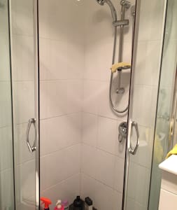 Private Room close to Airport. - Beverly Hills - Huis