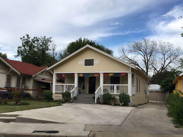 Cozy Roosevelt Park Guesthouse, near Riverwalk! - San Antonio - Casa de huéspedes