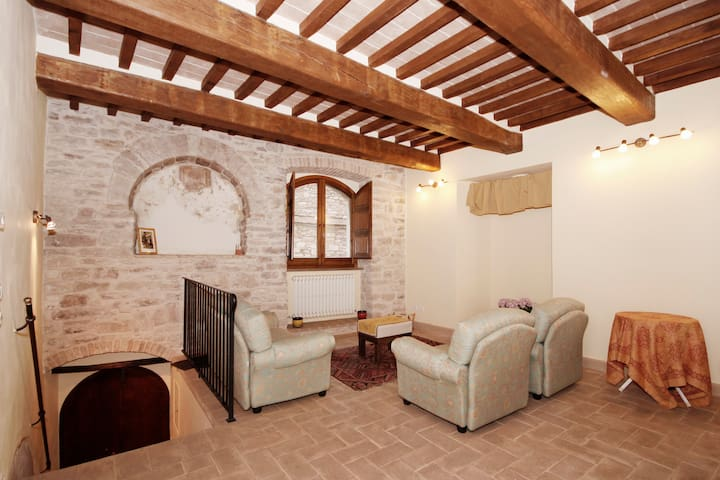 XII Century House in the centre of Assisi