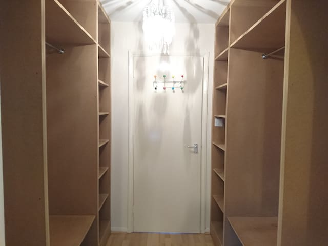 Closet in bedroom 1
