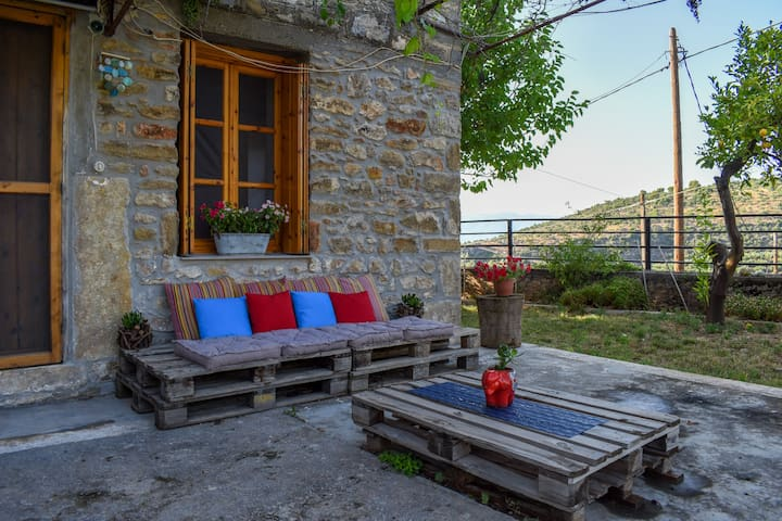 Stone studio/Amazing seaview/1km to the beach