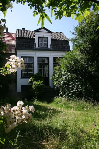 De Sterre,18th century gardenhouse - บรูจส์ - ที่พักพร้อมอาหารเช้า