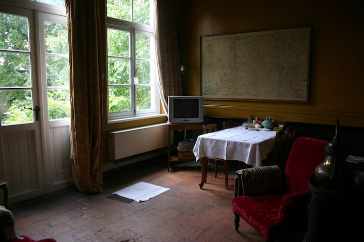 the downstairs sittingroom