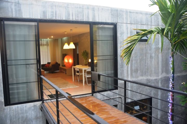New self-contained, large modern apartment - Chiang Mai - Apartamento