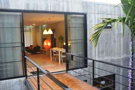 New self-contained, modern apartment - Apartamento