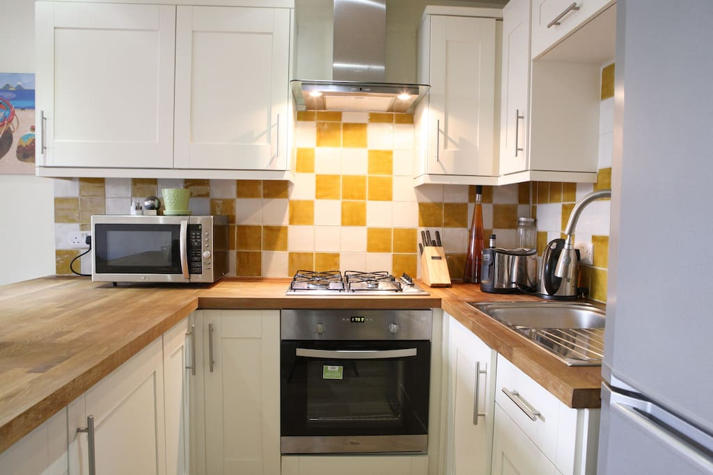 Beautiful oak worktop kitchen equipped with oven, hob, extractor, microwave, dishwasher, fridge