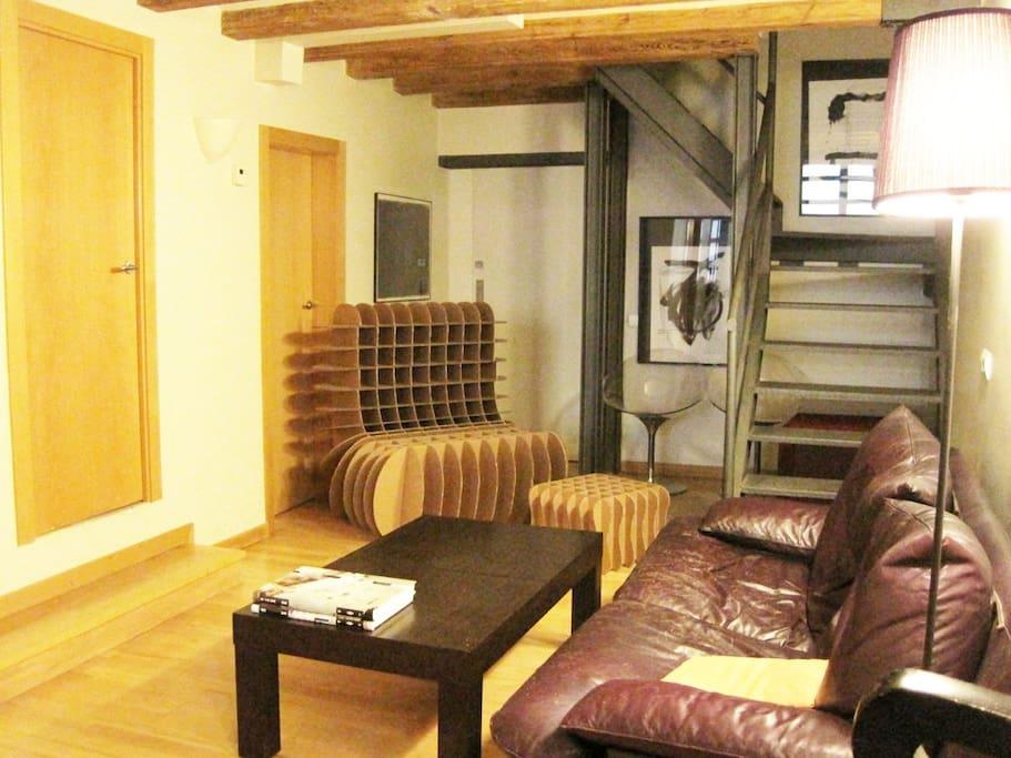 Nice bedroom in a Loft, El Raval