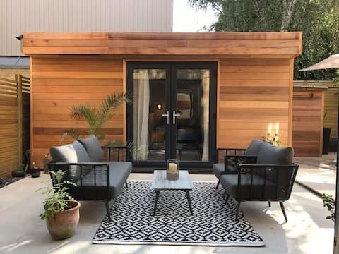 Luxury Garden Studio