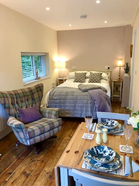 Beautiful, cosy studio apartment: perfect retreat