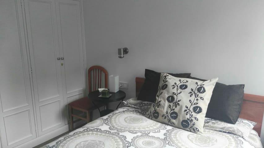 Dormitorio doble muy acogedor - Madrid