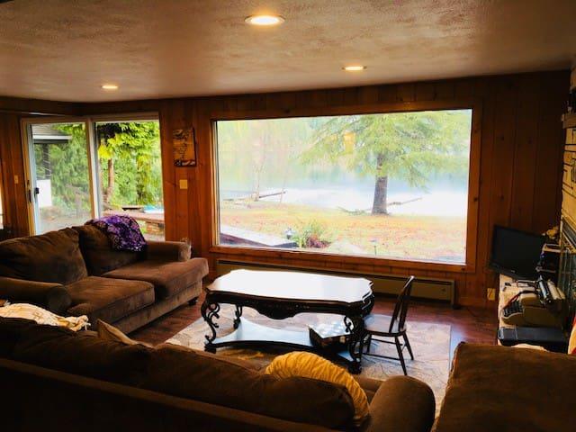 Lake Sutherland  Lake Front Home