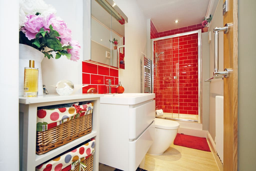 Chic shower room which includes shower gels, shampoo & conditioner.