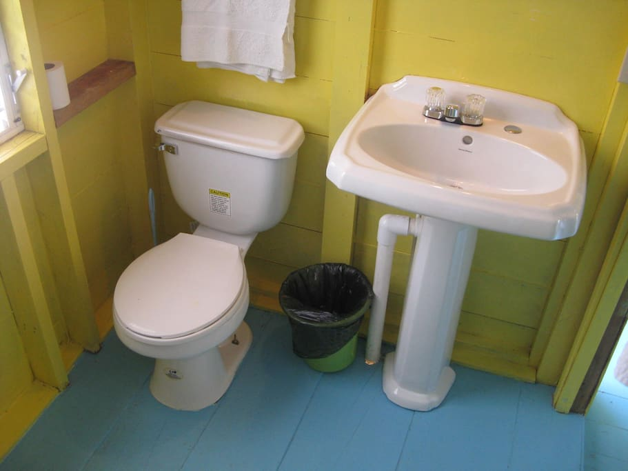 PRIVATE BATHROOM WITH REVERSE OSMOSIS HOT AND COLD WATER