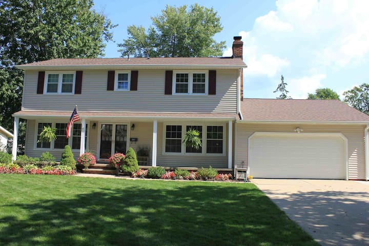 RNC Ready--Best Value-- Private House - Avon Lake - Hus