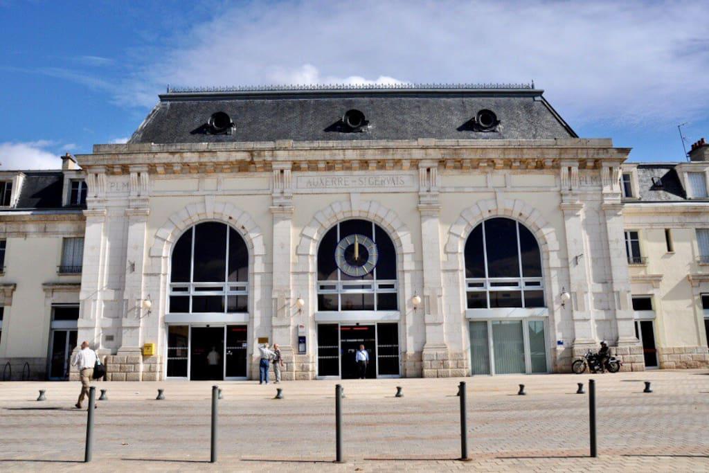 Gare SNCF St-Gervais AUXERRE (10 min à pieds)