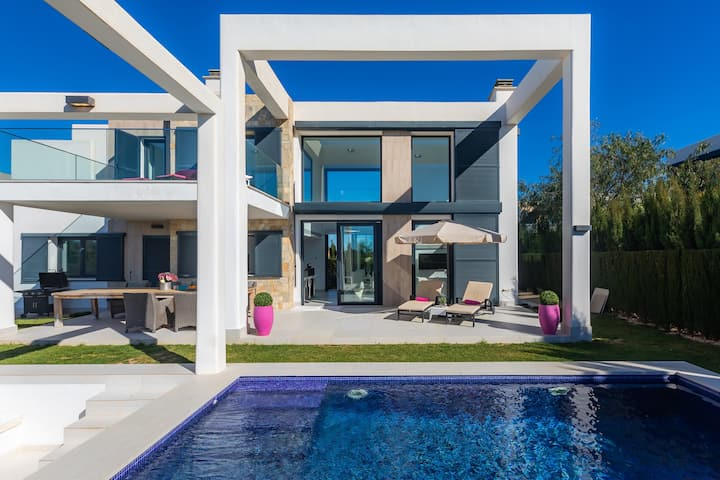 Modern Villa Cala Murada with Pool, Air Conditioning, Wi-Fi, Balcony, Terraces & Mountain View; Parking Available, Pets Allowed