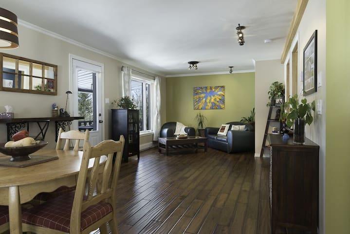 Petite maison paisible et chaleureuse - Val-Morin - Huis