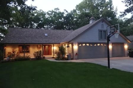 Gorgeous lake home for rent! Amazing sunsets!