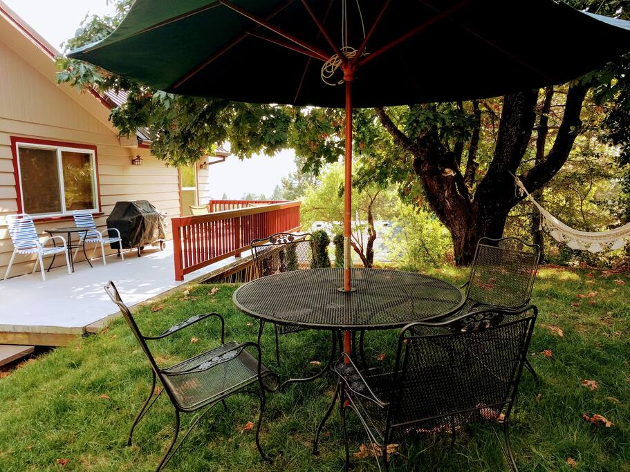 Side deck withMt Hood views and shady side yard. Comes with BBQ, hammock and lounging chairs