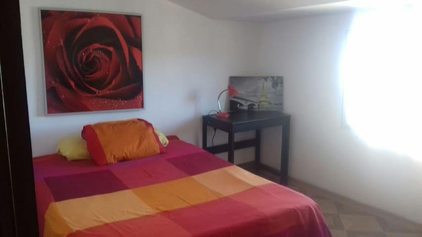 Apto.reformado centrico, muebles y colchonesnuevos - Tarazona - Appartement
