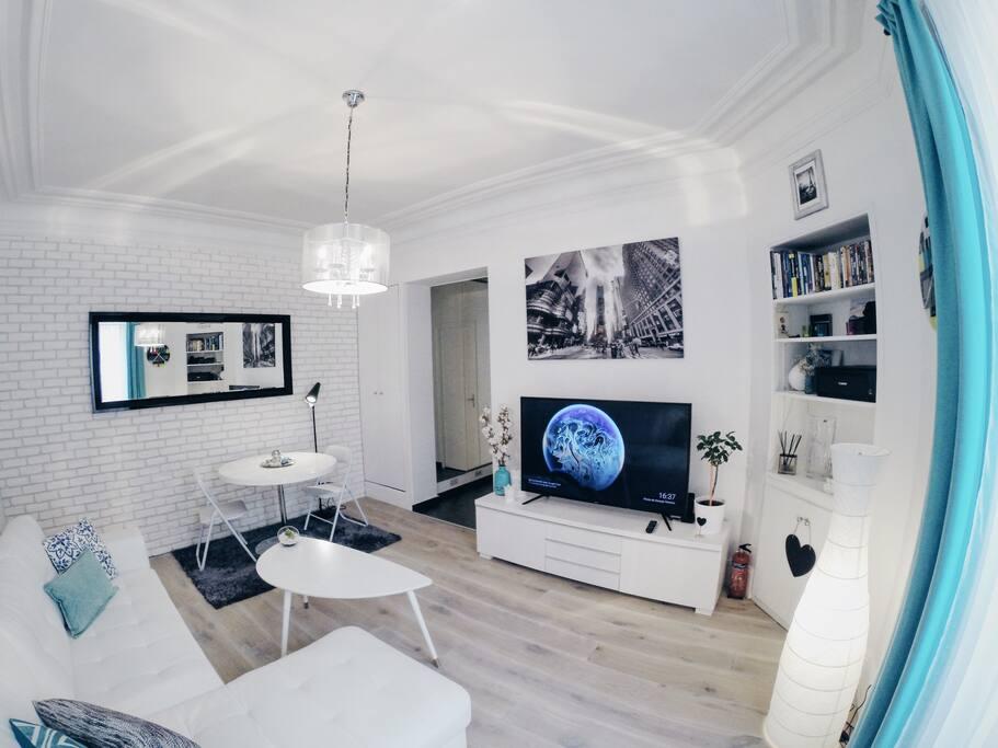 zara 39 s cosy place in paris apartments for rent in paris le de france france. Black Bedroom Furniture Sets. Home Design Ideas